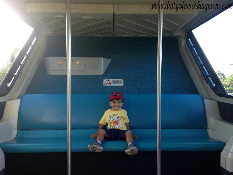disney-magic-kingdom-monorail